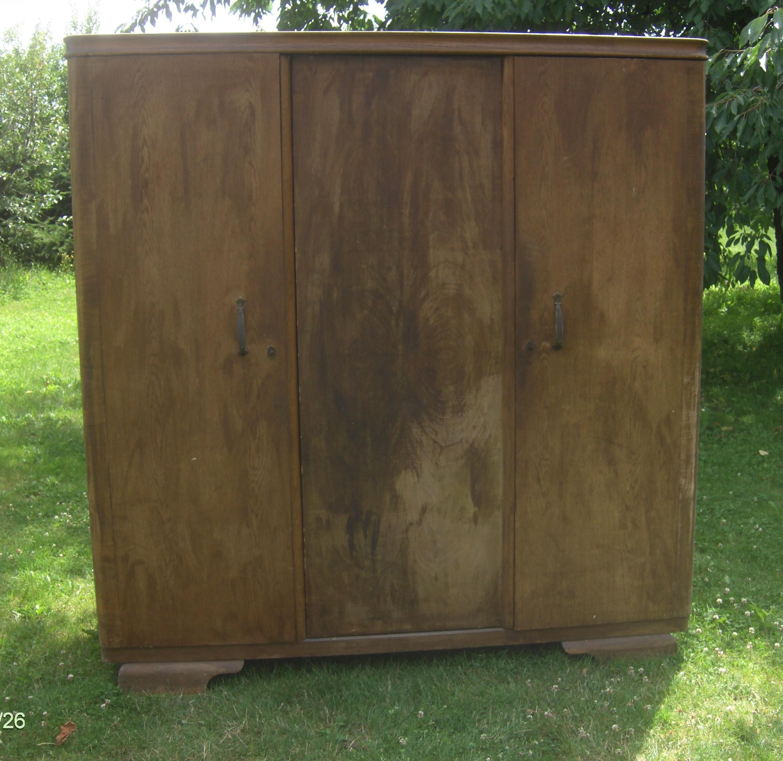 Старая шкаф довоенная trzydrzwiowa