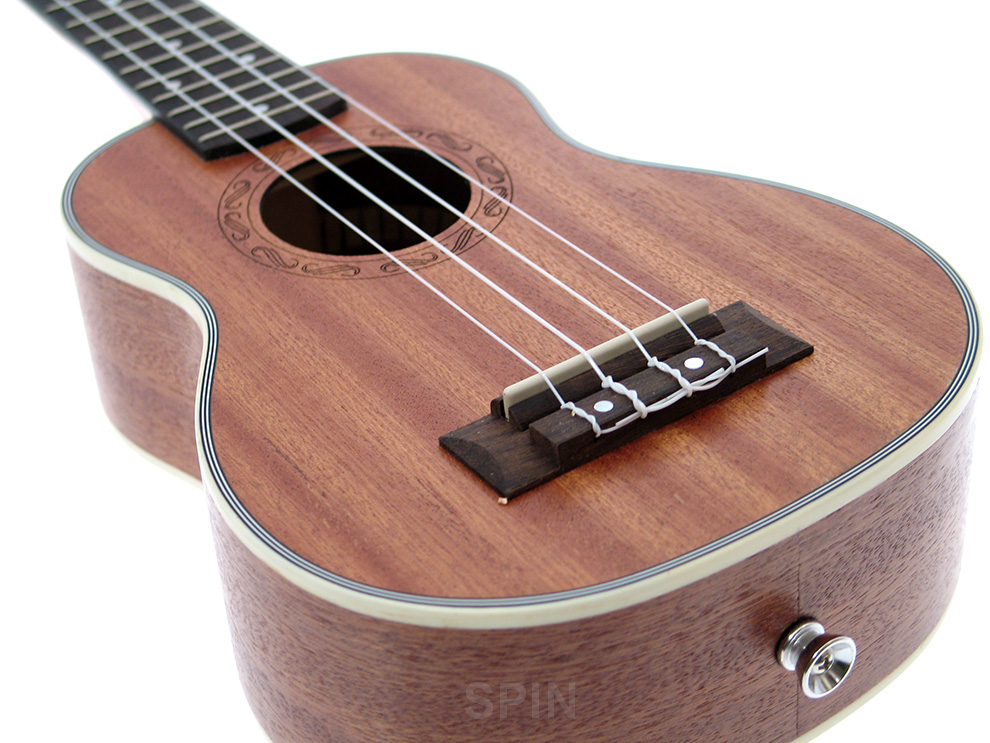 Item Party soprano ukulele Pengano +numerous accessories.