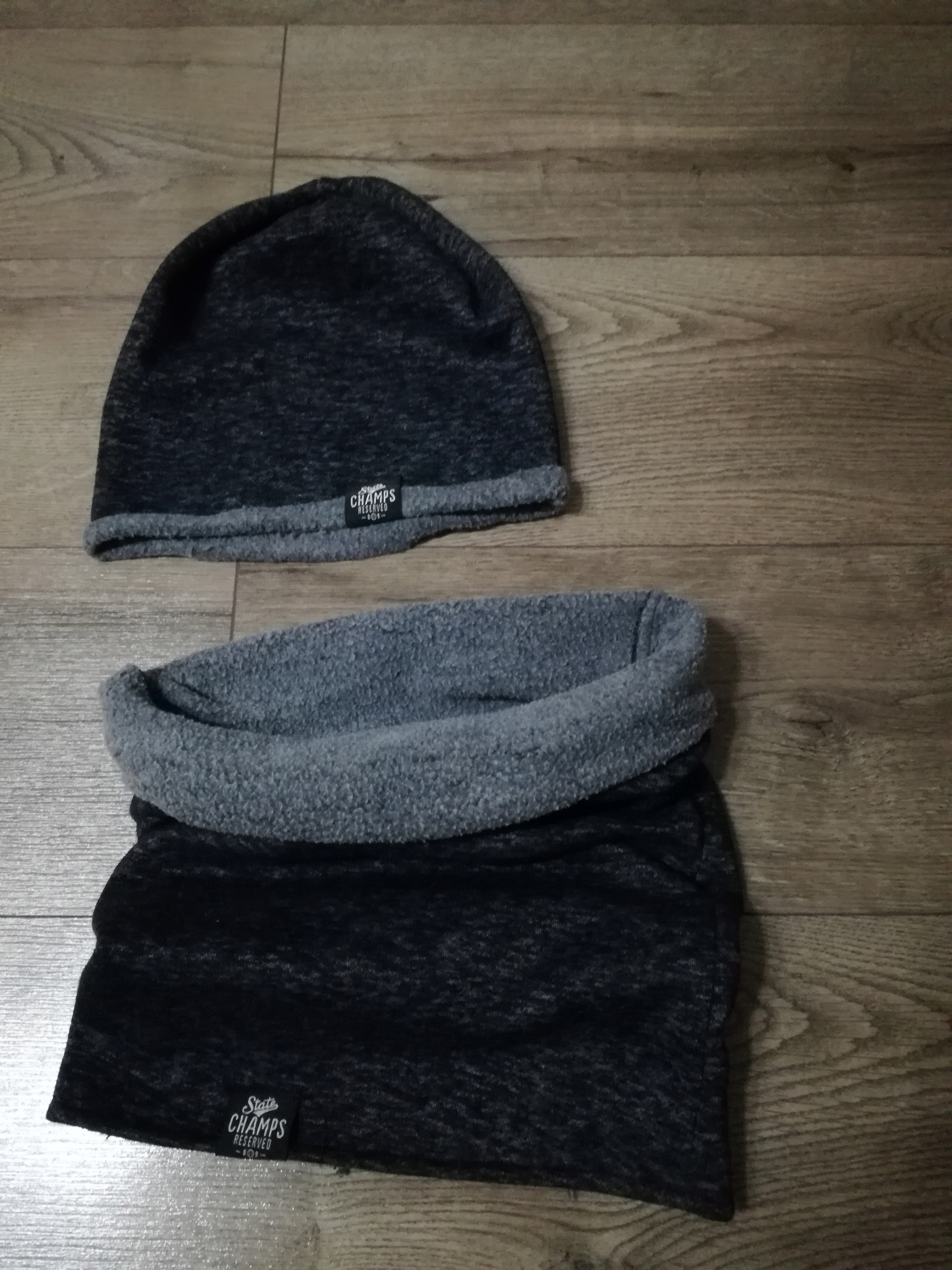 Komplet czapka+komin Reserved tanio!