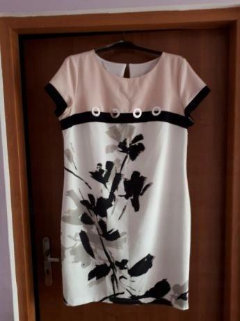 1e4d2b5c52 Sukienka firmy