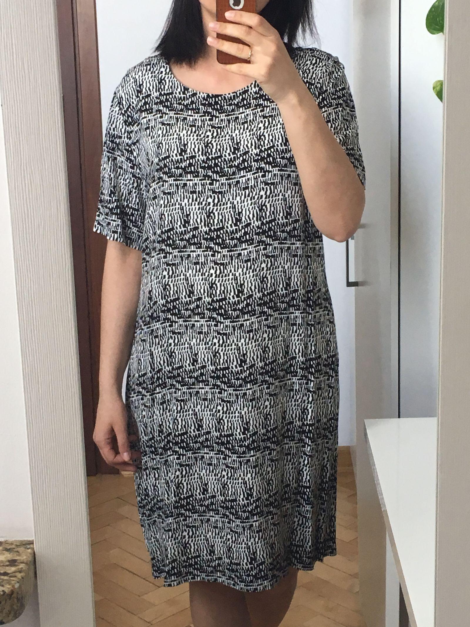 c96f46e092 czarno biała sukienka we wzory z podszewka wiskoza - 7383714745 ...