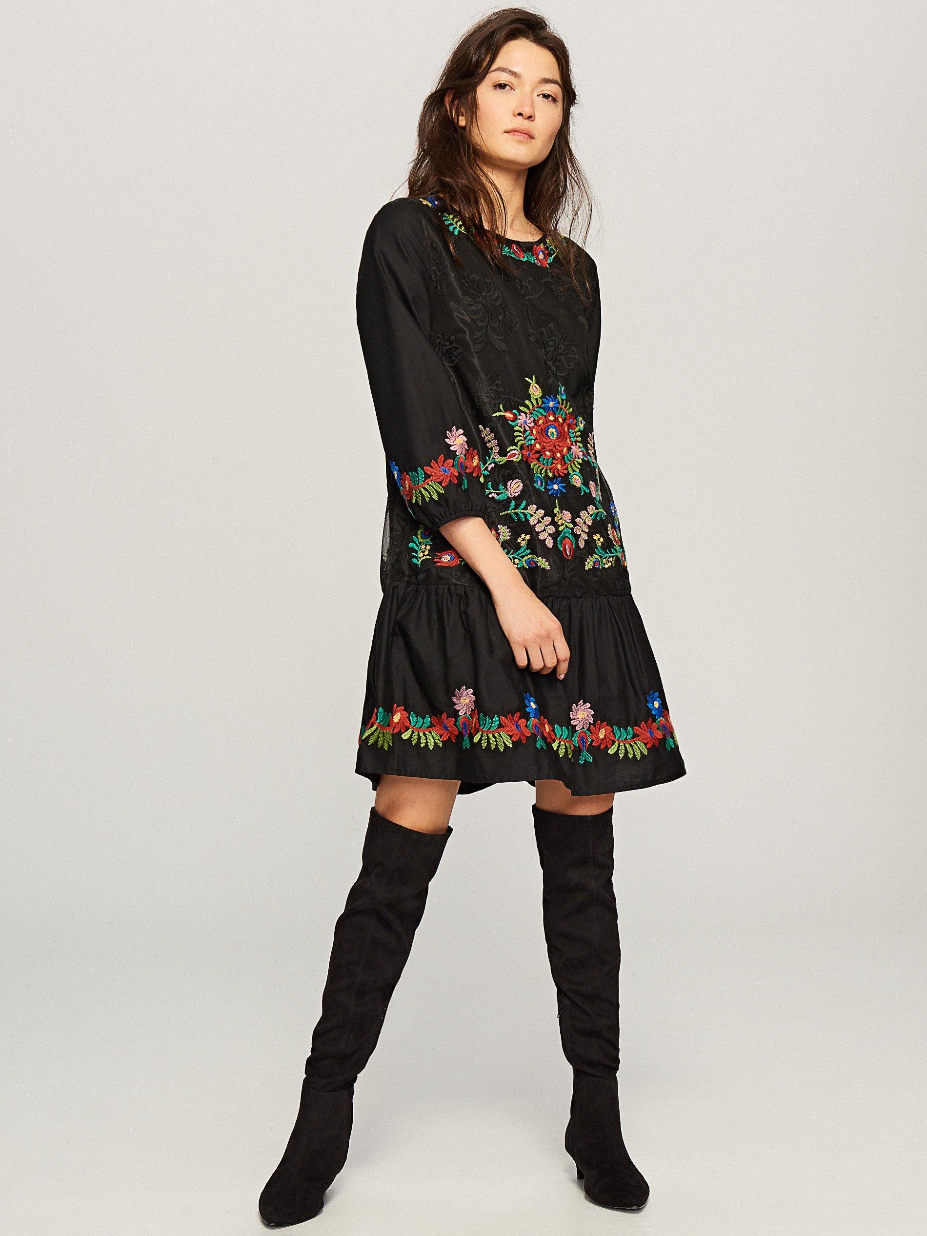 72e353800fa02a RESERVED Sukienka z kwiatowym haftem 36 - 7153136876 - oficjalne ...