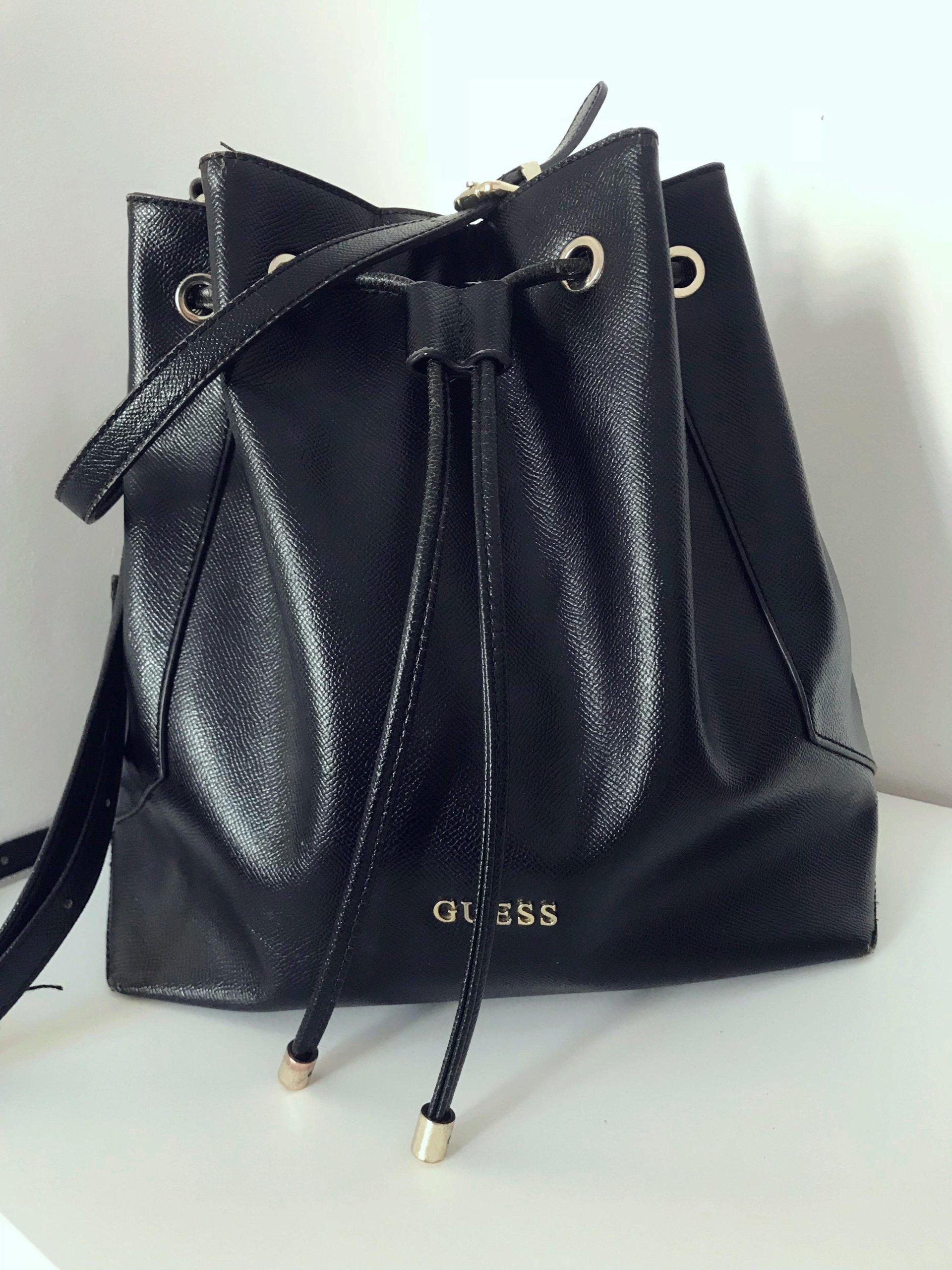 7fdc3ad6354c6 Czarna skórzana torba worek Guess na ramię - 7373155636 - oficjalne ...