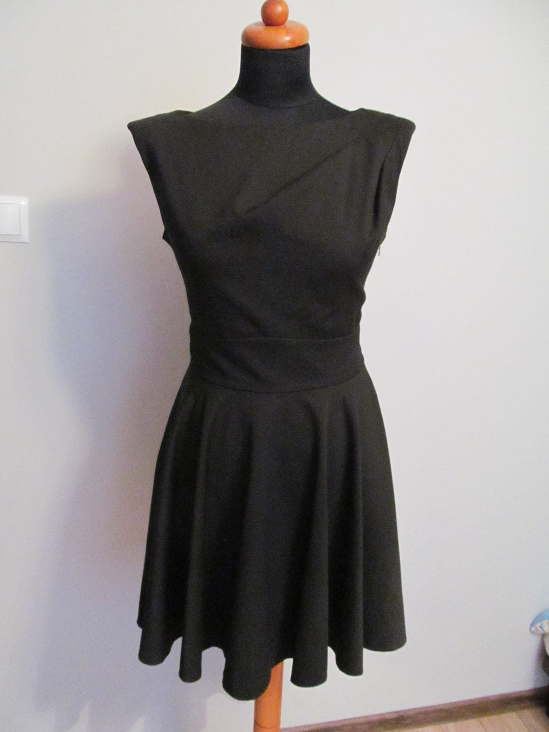 26e7060cc6 Piękna sukienka czarna ASOS rozkloszowana 38 40 - 7274025263 ...