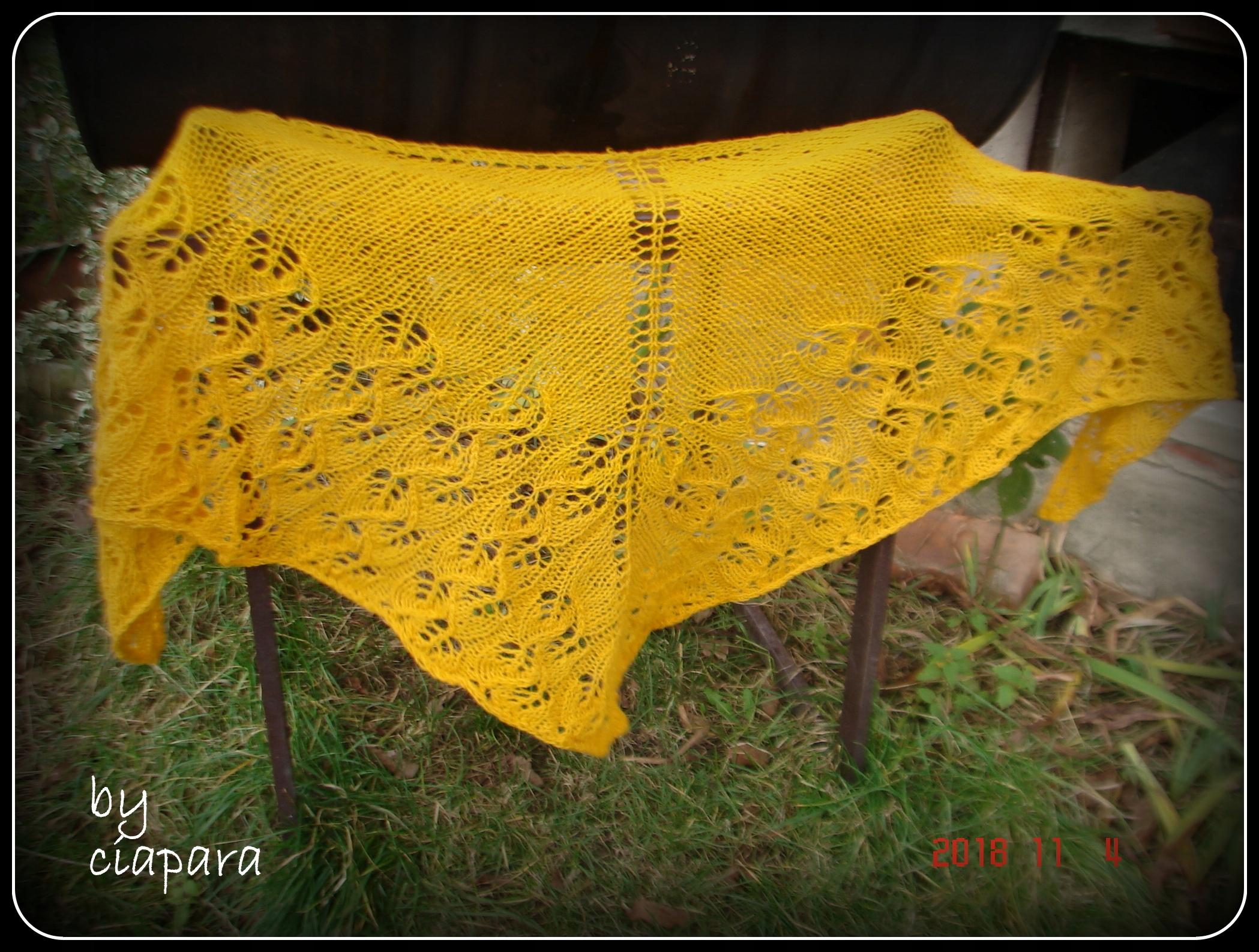 chusta na drutach rękodzieło żółta