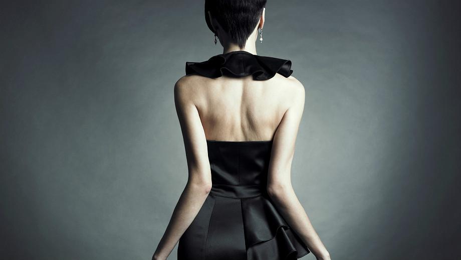 Jak dobrać krój sukienki do figury – duża pupa