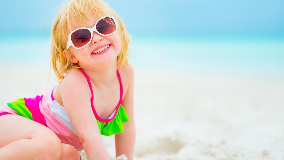 Strój kąpielowy dla dziecka do 30 zł – przegląd