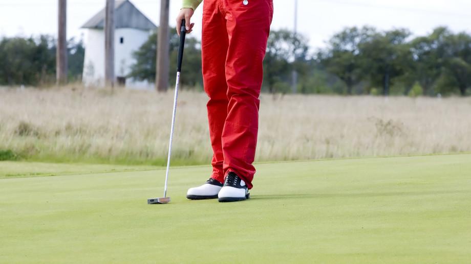 Elegancja i styl – wybieramy spodnie do golfa