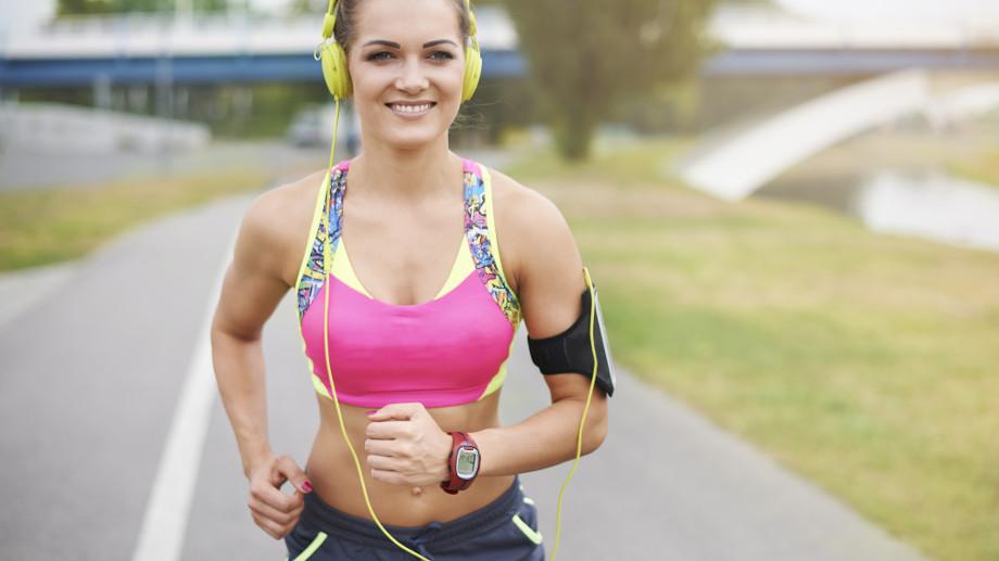 Stanik z niskim, średnim i wysokim wsparciem – jaki wybrać do biegania