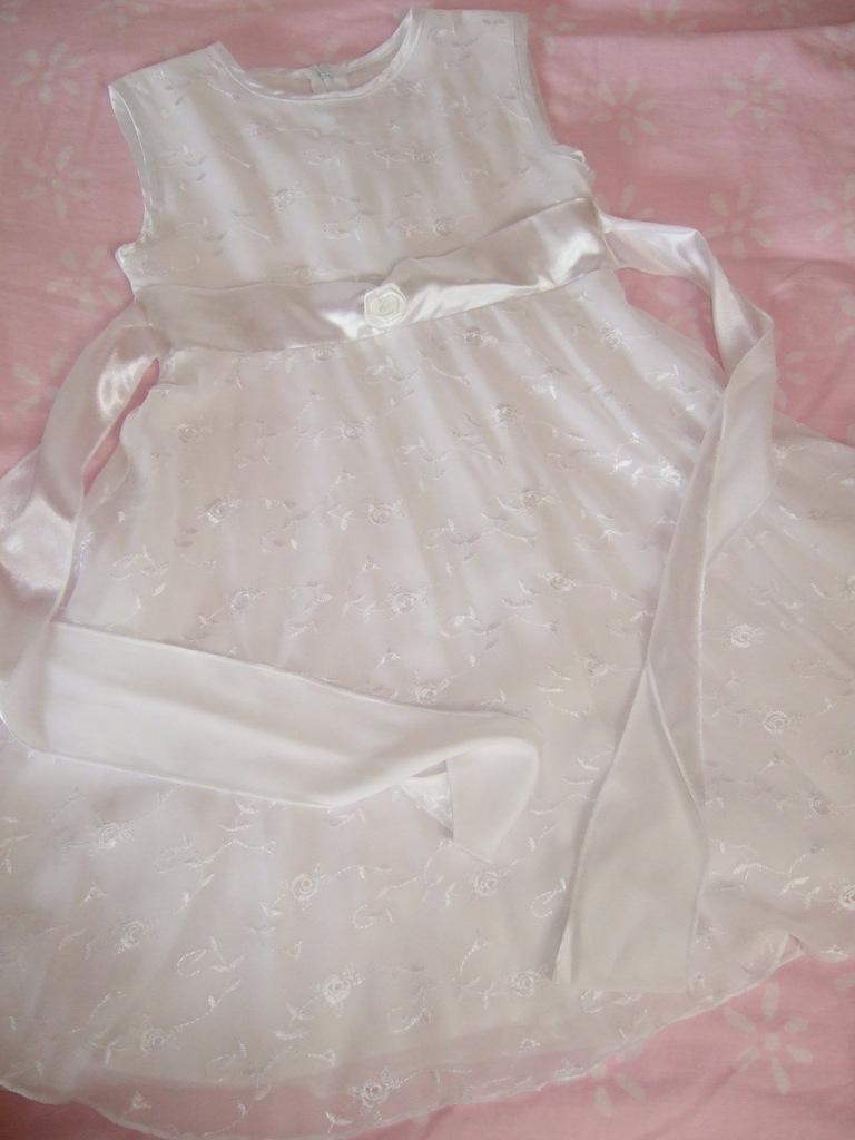 Sukienka biała różyczki na Boże Ciało
