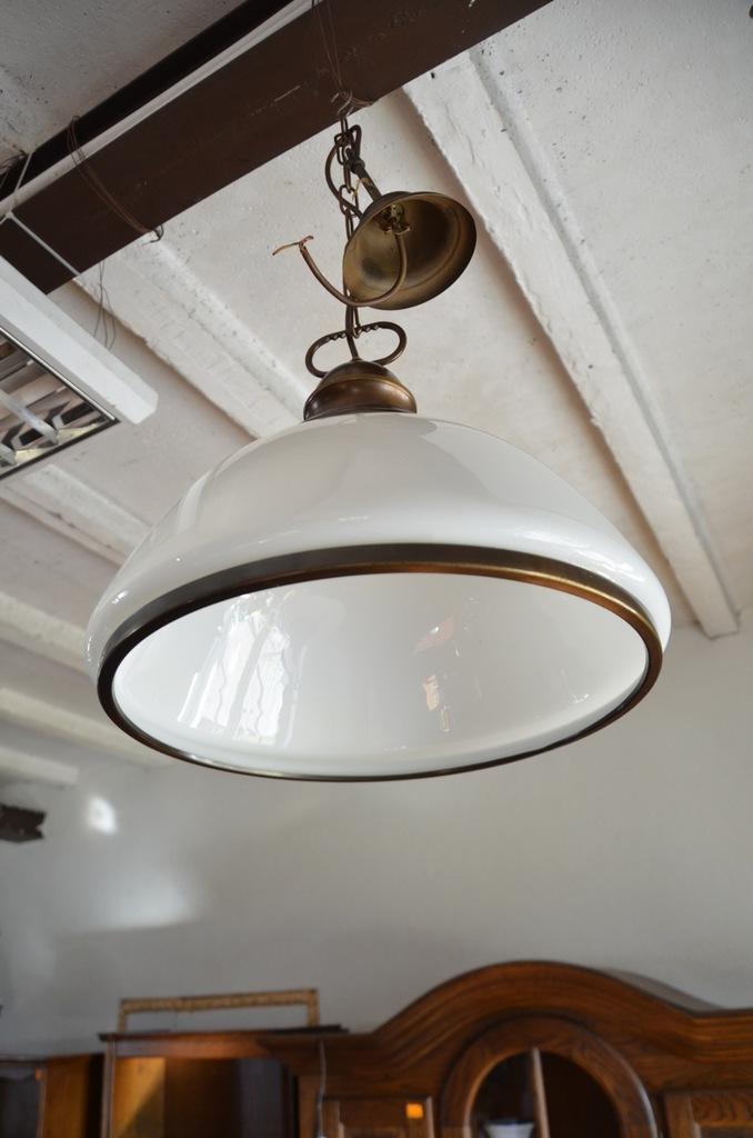 1630 LAMPA WISZĄCA NA ŁAŃCUCHU BIAŁY KLOSZ, POZNAŃ