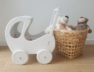 Detský kočík pre bábiku - Drevený vešiak na bábiky s bielou kabínkou RETRO